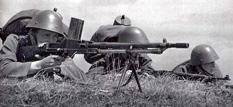 Československí vojaci s ľahkým guľometom vz. 26